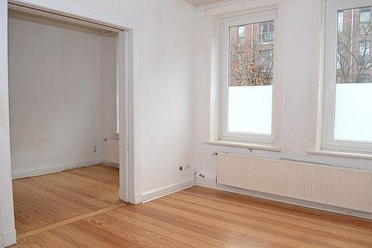 Altbaucharme in Uninähe - sofort freie 4-Zimmer-Eigentumswohnung Nh. Dichterviertel