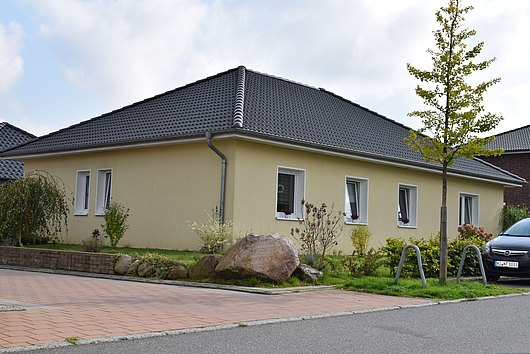 Exklusiver Walmdach-Bungalow in ruhiger Lage von 24145 Kiel-Neumeimersdorf
