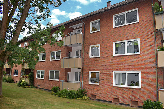 Zum Einzug vorbereitete sonnige 3-Zimmer-Wohnung mit zwei Balkonen in Kiel-Wik