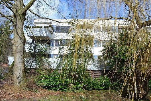 Gepflegte 2-Zimmer-Wohnung mit gr. Südloggia und Tiefgaragenstellplatz in Kiel-Düsternbrook