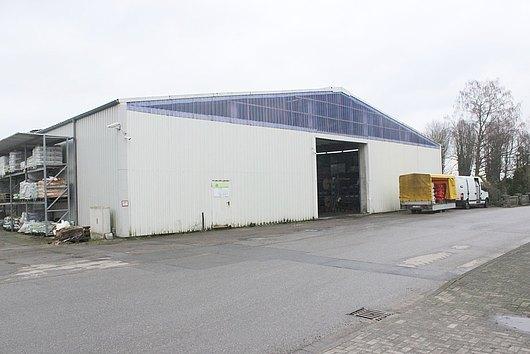 Gewerbehalle mit Photovoltaikanlage und Baugrundstück in Wankendorf
