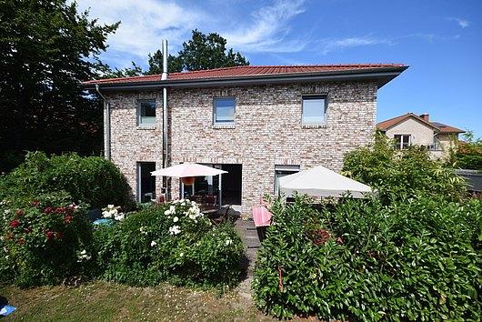 Stadtvilla de luxe auf 811 m² liebevoll angelegtem Grundstück im Neubaugebiet von Kiel-Projensdorf