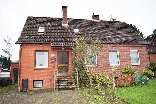Ein-Zweifamilienhaus für den kreativen Handwerker auf großem Grundstück in Kiel-Kroog