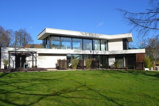 High end - phänomenale, top designte Neubau-Villa in Kiel-Schulensee