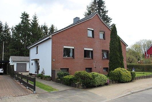 Doppelhaushälfte mit Garage in Kiel-Russee