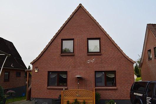 Ein- bis Zweifamilienhaus auf großem Grundstück in Kiel-Meimersdorf