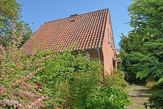 Klein aber Mein - Einfamilienhaus auf einem eingewachsenen Grundstück in Elmschenhagen