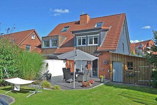 Doppelhaushälfte deluxe - klasse 6-Zimmer-DHH mit Gartenidylle am Grüngürtel in Kiel-Wellsee
