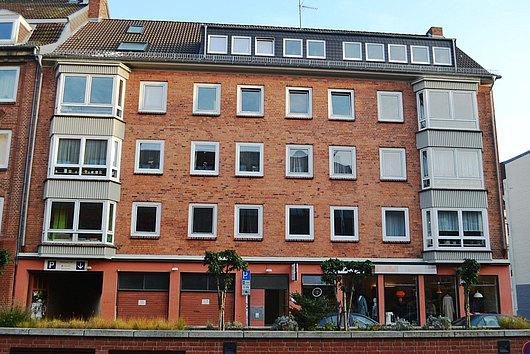 Ideal zentral, ideal für Ihr Kapital - Zinshaus mit Garagen/Stellplätzen mitten in der Kieler City