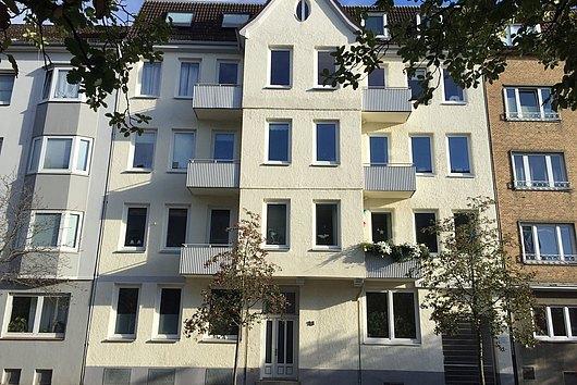 Altbaucharme in Uninähe - WG-geeignete 4-Zimmer-Eigentumswohnung Nh. Dichterviertel