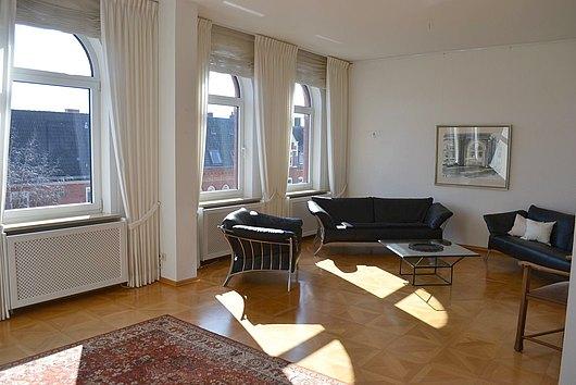 Wohnen auf hohem Niveau - elegante 5-Zimmer-ETW in der Steinstraße