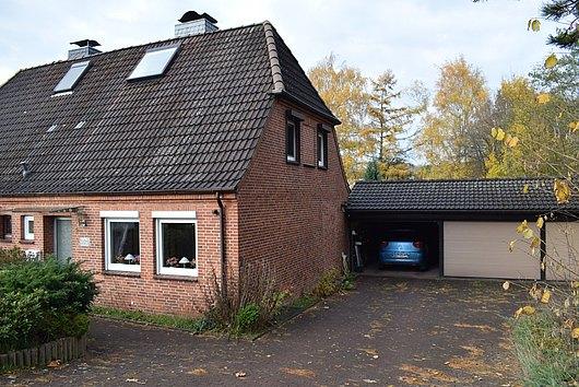 Rotklinker-Doppelhaushälfte auf idyllischem Grundstück in Kiel-Russee