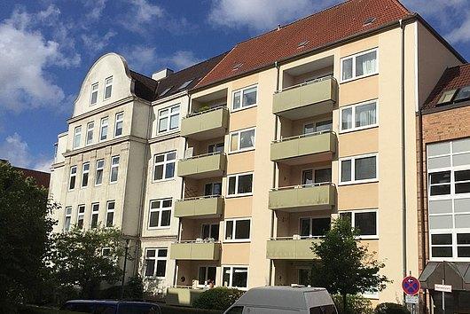 Gepflegte 3-Zimmer-Eigentumswohnung mit Balkon, Lift und 2 Garagen in Düsternbrook