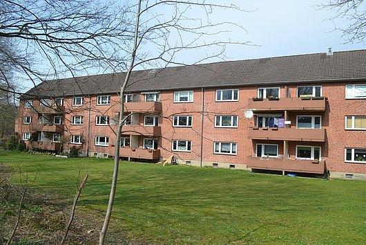 Solides Rotklinker-Mehrfamilienhaus mit 18 Wohneinheiten und erheblicher Ausbaureserve